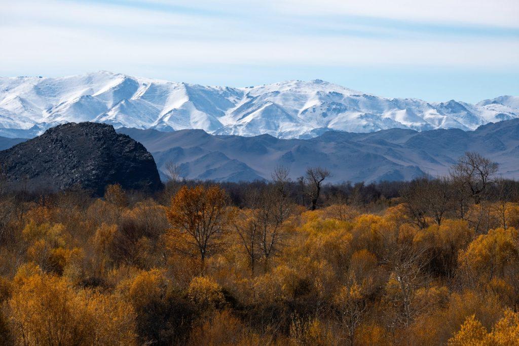 הרים מושלגים במונגוליה